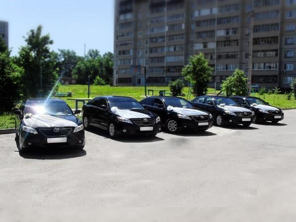 5 черных Тойота Камри