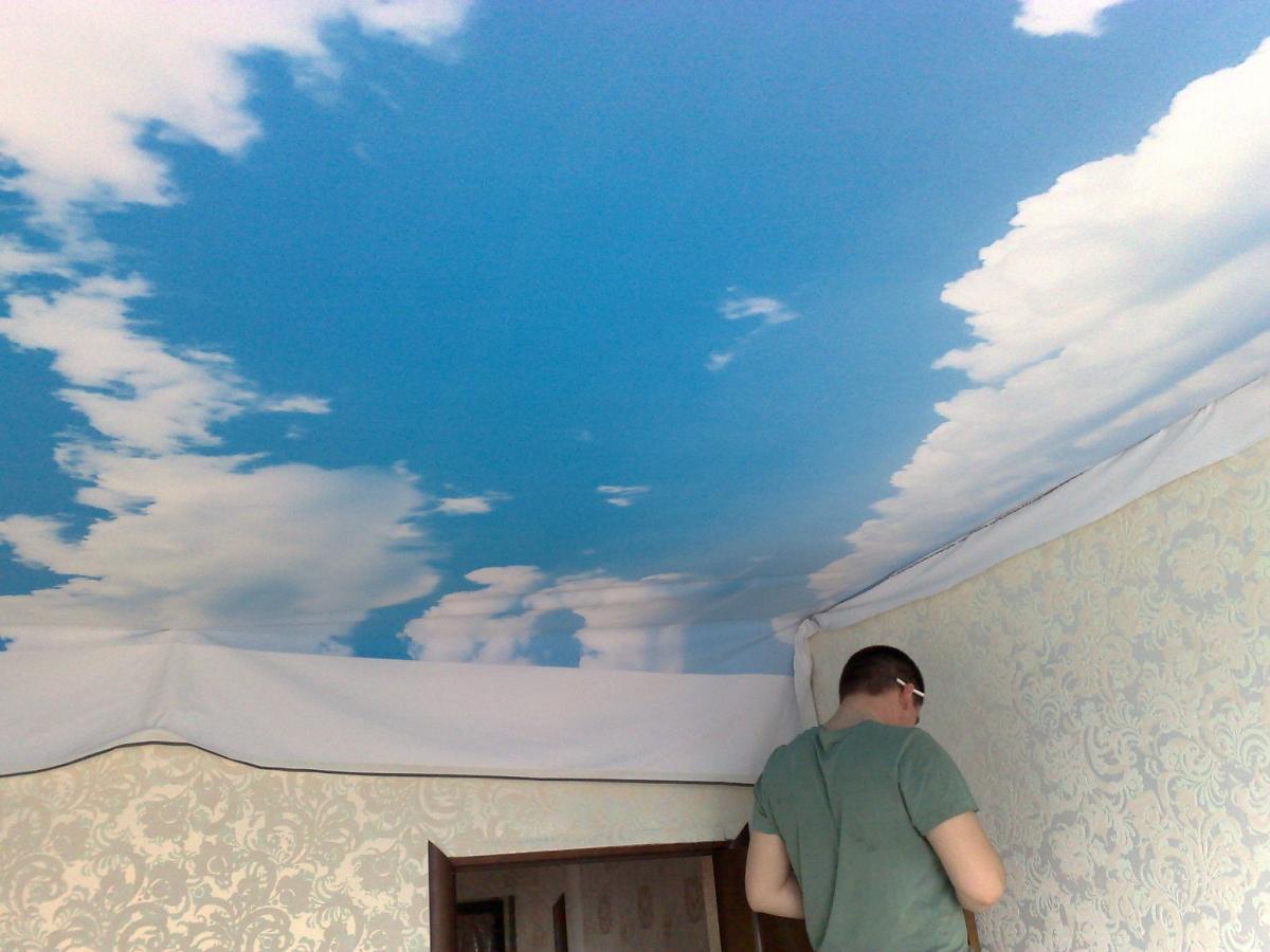Как покрасить потолок под небо