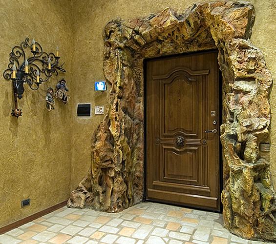 необычное оформление входной двери