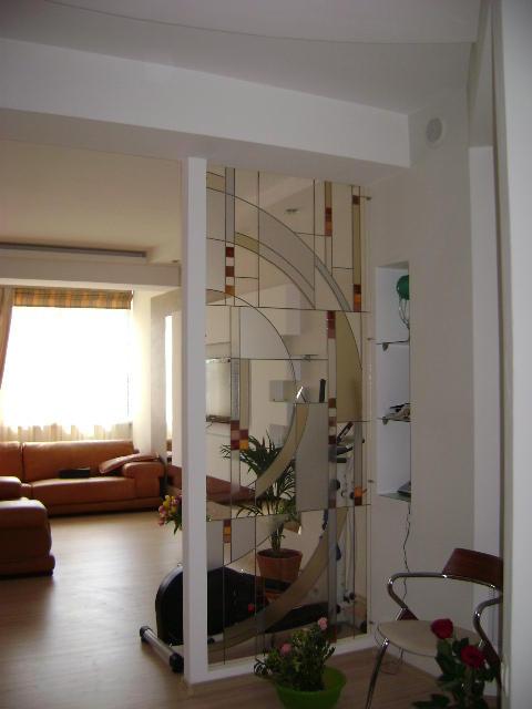 витраж в перегородке на акриловом стекле, квартира в Улан-Удэ
