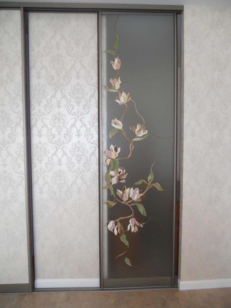 витраж на раздвижной двери в гардеробную