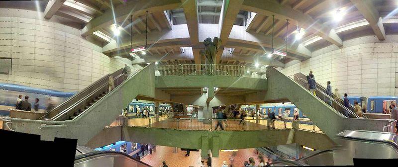 800px-Lionel-groulx-montreal-metro.jpg