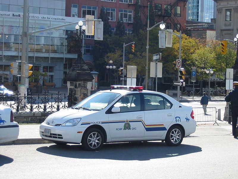 800px-RCMP_car_in_Ottawa.jpg
