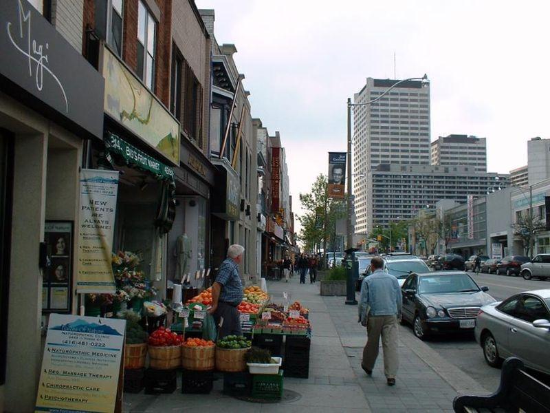 800px-TorontoYonge.jpg
